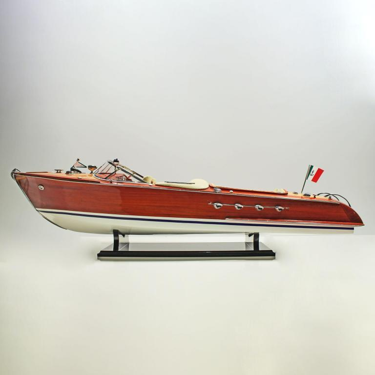Riva-Aquarama-Painted-Cream-Seats-RCR-L80-01